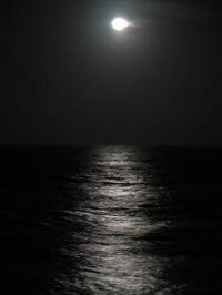 Moon_on_waves_1